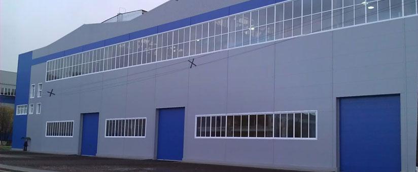 Промышленное здание с пластиковыми окнами