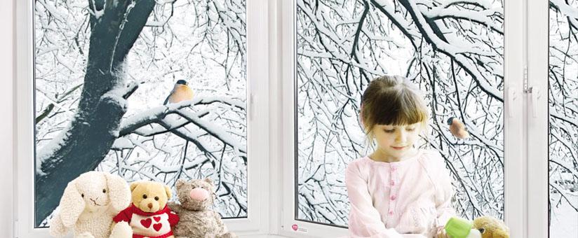 Окно REHAU Sib с девочкой