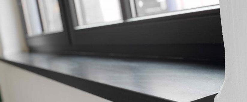 Черный подоконник для пластикового окна